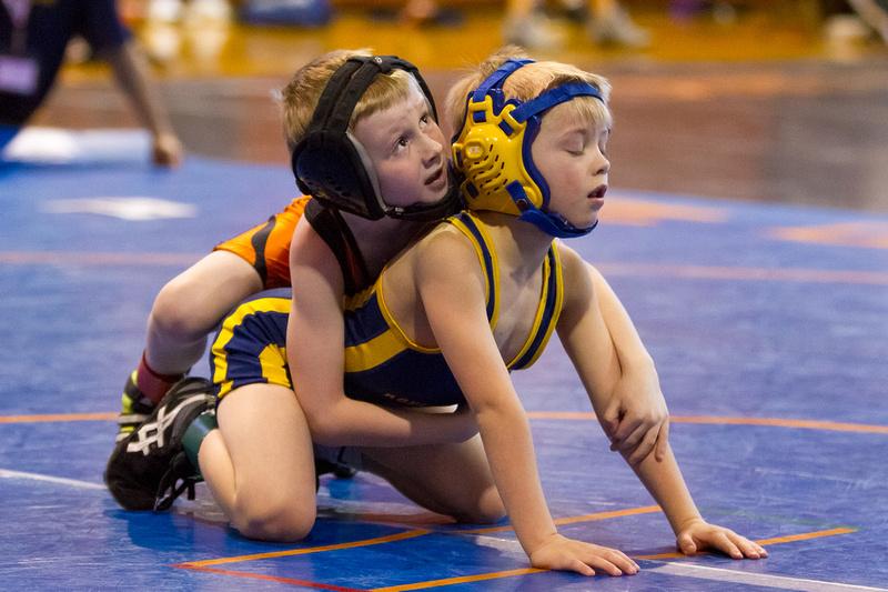 cam-sign-young-girls-underwear-wrestling-voluptuous